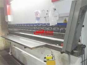 折弯机是不锈钢加工店必备的设备之一