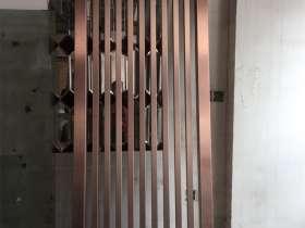 给武汉某餐饮连锁店定制加工的不锈钢屏风