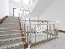 不锈钢楼梯扶手的做法及安装方法