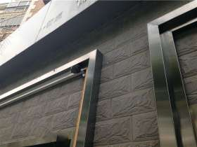 304户外不锈钢门框安装效果图